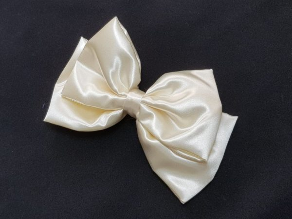 Ribbolutton Official Bow in Creamy White cover