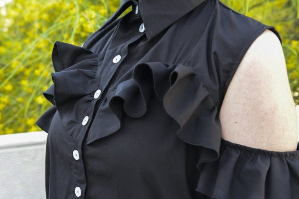 'Adios' Frilly tailor shirt in black detail 3