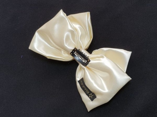 Ribbolutton Official Bow in Creamy White detail