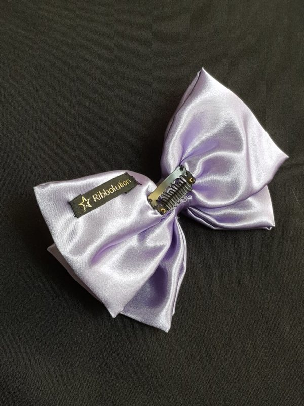 Ribbolutton Official Bow in Lilac detail