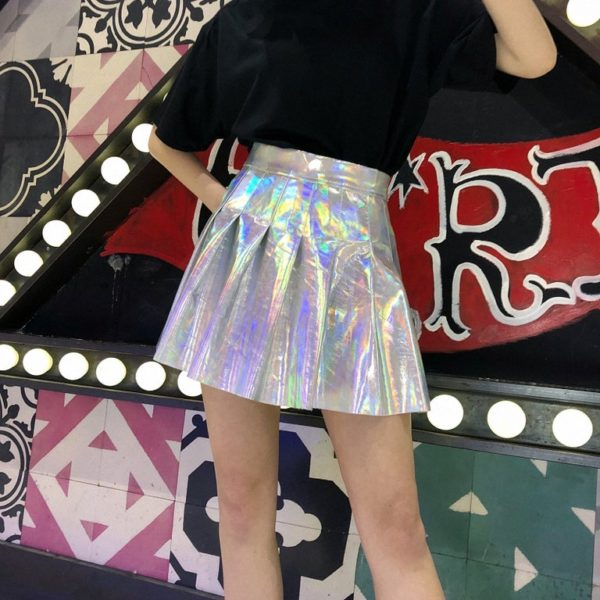 Holographic pleated skirt in silver detail 2
